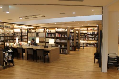 武雄市図書館はTSUTAYAとスタバが併設された図書館でした ...